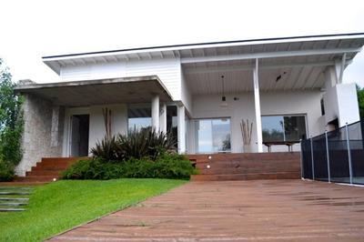 Casa De 5 Ambientes Y 4 Baños. A 1 Cuadra De La Playa. Excel