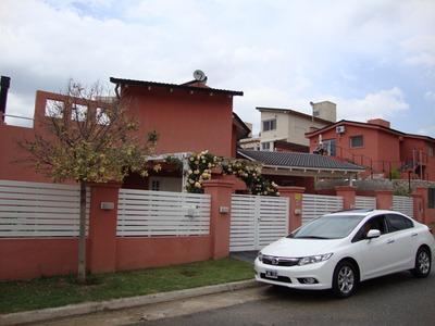 Excelente Casa En Venta, Barrio Villa Del Lago, Amueblada Y