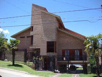 Casa En Carlos Paz En Venta, Con Pileta Y Vista Al Lago.