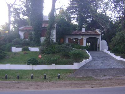 Chalet Colonial 6 Ambientes 2 Baños 8 Personas