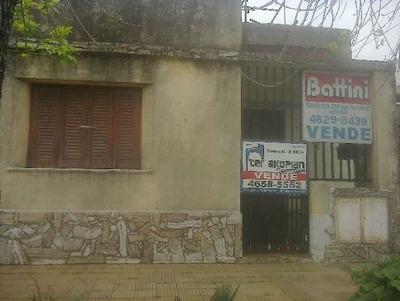 2 Casas En Un Lote Con Subdivisión, 1 Para Reciclar