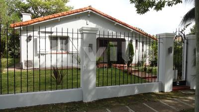 Casa En Venta De 4 Ambientes En Barrio Uno