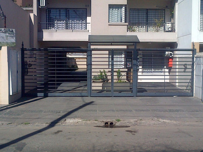 Cochera A 100 Mts Estación Castelar Sur - Portón Automático
