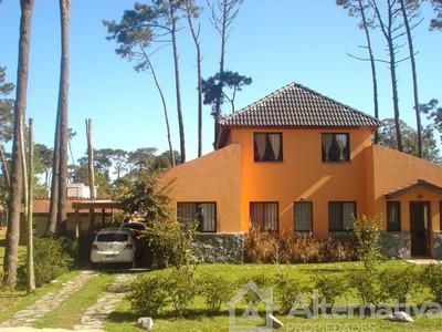 Casa En Venta De 4 Ambientes En Pinares