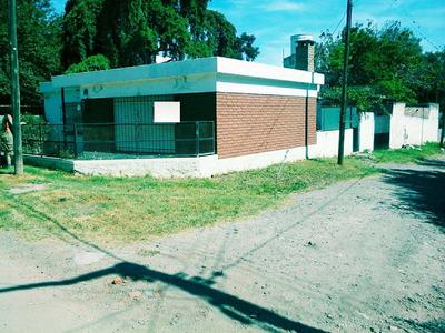Vivienda Barrio La Banda Sobre Avenida Doering