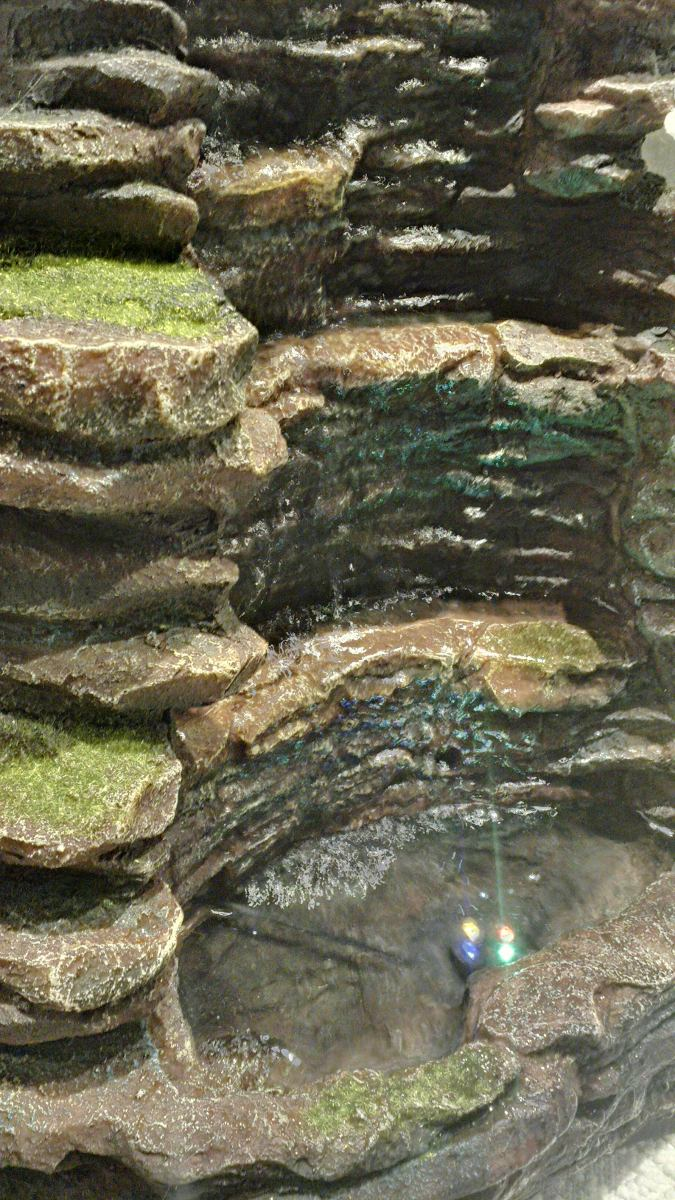 Fuente de agua cascada en piedra mucho caudal de agua for Fuente cascada agua