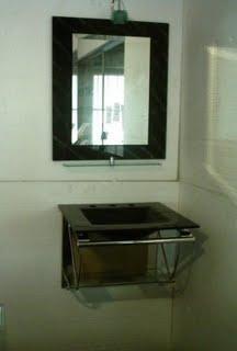 vanitory colgante con mesada y bacha de vidrio 55x47